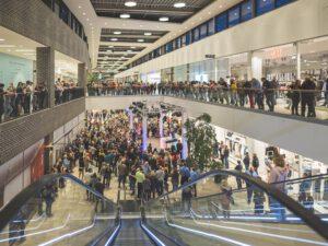 Die huma Shoppingwelt in Sankt Augustin feierte ihren ersten Geburtstag mit RheinlandAkustik als Technik-Dienstleister